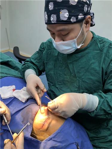 胡柏鼻修复专家